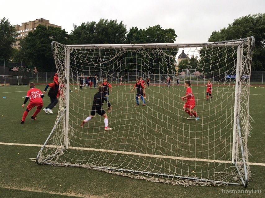 Окружной этап детского любительского турнира «Футбол в каждый двор» прошел в центре Москвы