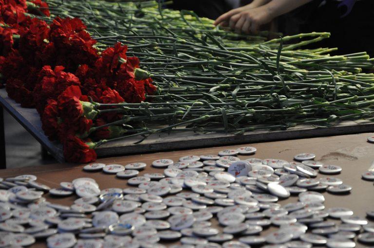 Цветы возложат к памятнику в районе